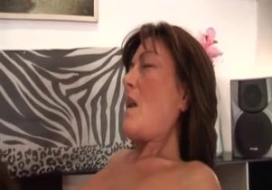 Cock-eating mom knows how to suck a dick